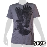 15.99 € size L wrinkle-fabric T-shirt 100% cotton. Mighty eagle at the momet of landing or catching prey with its wings spread.