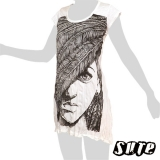 15,79 € Fancy Feather Face - on a white wrinkle-fabric summerdress.